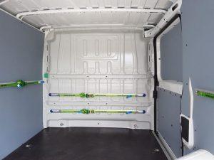 Métodos para sujetar la carga en furgoneta