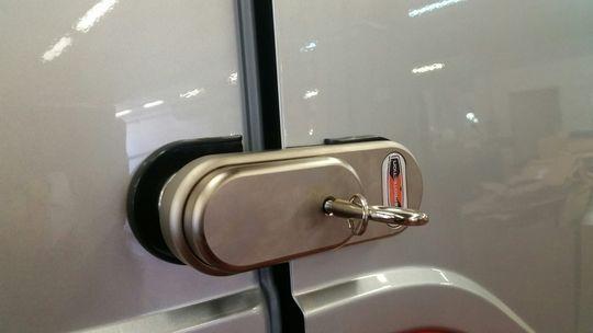 Cerraduras para puerta trasera y lateral